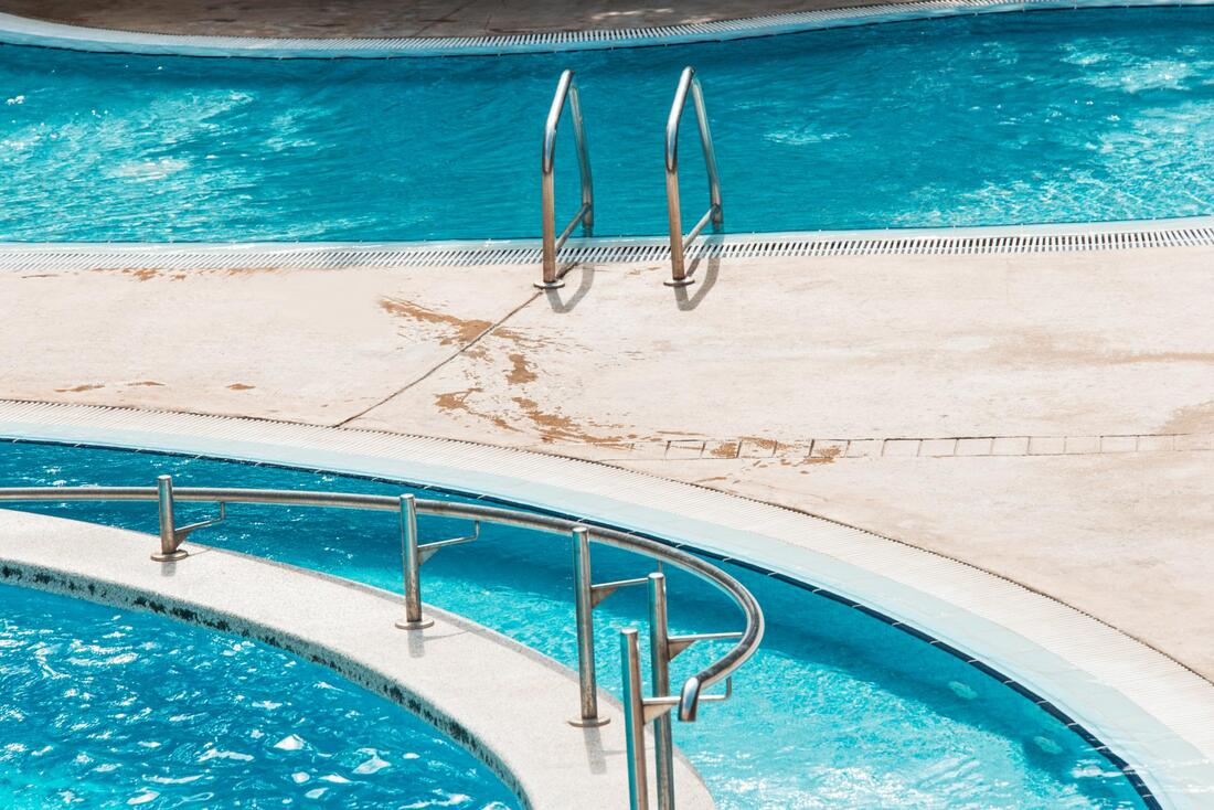 affordable pool maintenance service
