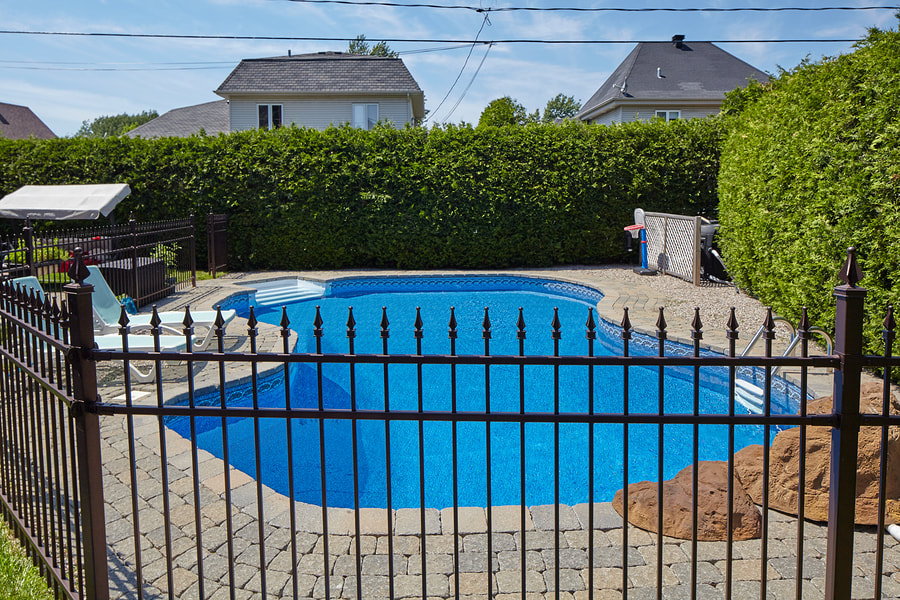 professional pool maintenance service